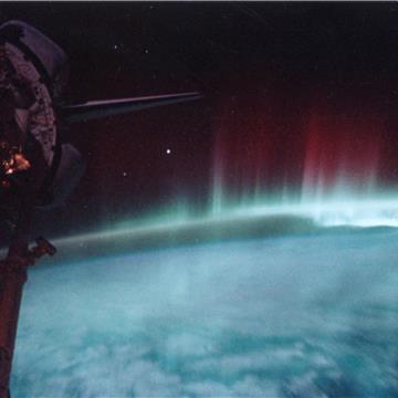 Aurora-SpaceShuttle-EO.jpg
