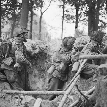 Four_men_of_the_1st_Paratroop_Battalion.jpg