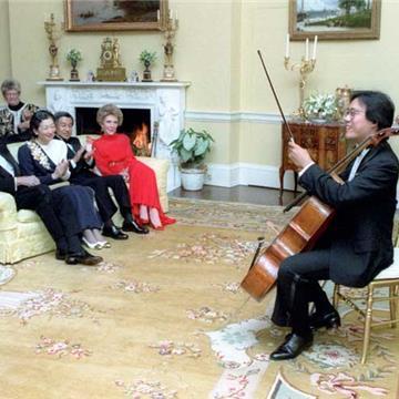 Yo-Yo_Ma_performs_for_President_Reagan_1987.jpg